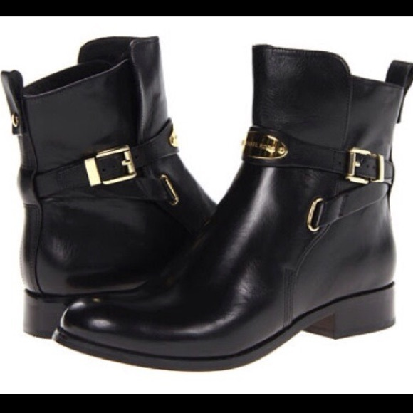 305056b4e84c Michael Kors Flat Black Leather Ankle Boots Sz 9. M 5af84e3d2ae12f838bcec2f2